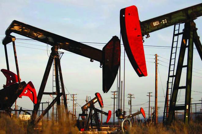 النفط يقفز 3 بالمئة.. وهبوط بالمخزونات الأميركية