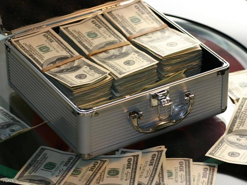 ترامب ( غير راض ) عن الدولار..ويحمّل البنك المركزي المسؤولية